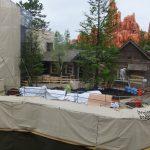 「キャンプ・ウッドチャック」オープンまであと2ヶ月!工事現場の状況。