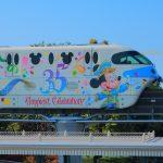 35周年のラッピング!ディズニーリゾートライン「ハピエストセレブレーション・ライナー」