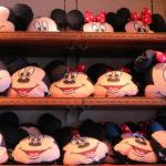 ネックピローにもなる!東京ディズニーランド、シーのグッズ「ミッキー&ミニークッション」