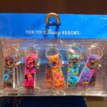 ミッキー&フレンズの総柄デザイン!かわいい5種類のキーチェーン